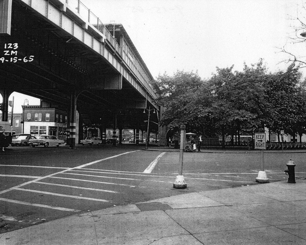 (228k, 1024x822)<br><b>Country:</b> United States<br><b>City:</b> New York<br><b>System:</b> New York City Transit<br><b>Line:</b> IRT Pelham Line<br><b>Location:</b> Westchester Square <br><b>Collection of:</b> Al Westerfield<br><b>Date:</b> 9/15/1965<br><b>Viewed (this week/total):</b> 0 / 2161
