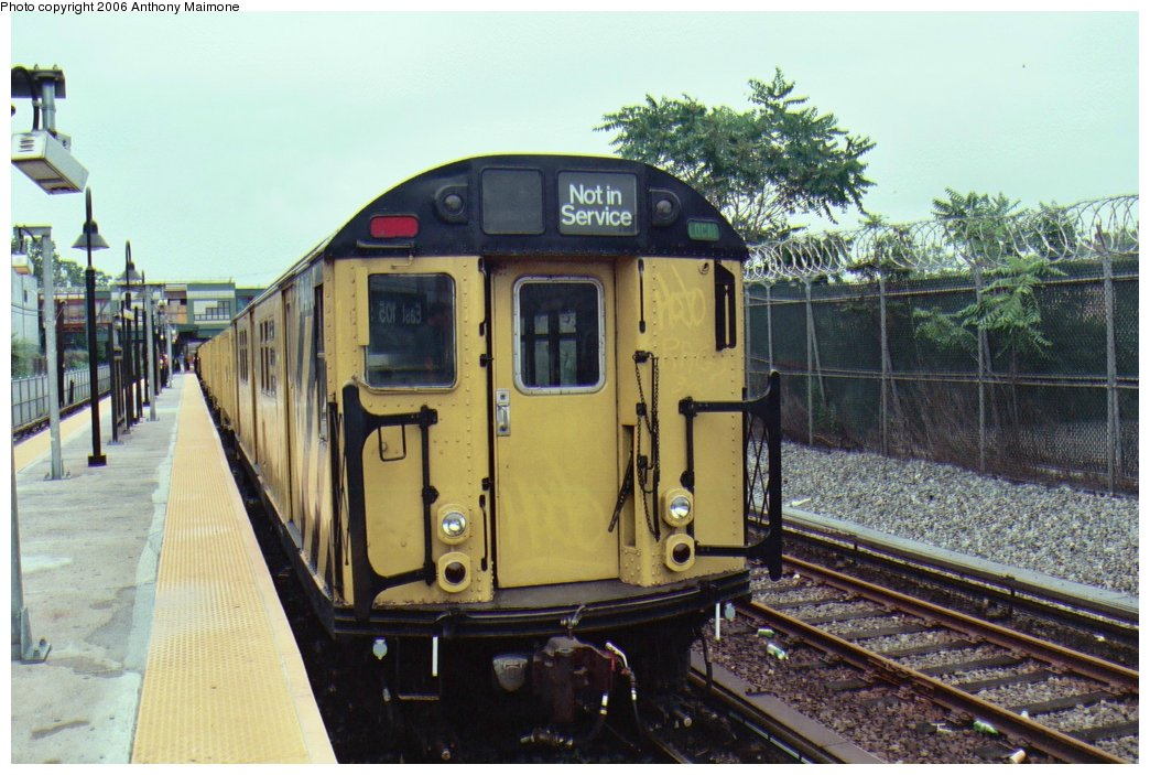 (172k, 1044x703)<br><b>Country:</b> United States<br><b>City:</b> New York<br><b>System:</b> New York City Transit<br><b>Line:</b> BMT Canarsie Line<br><b>Location:</b> East 105th Street <br><b>Route:</b> Work Service<br><b>Car:</b> R-161 Rider Car (ex-R-33)  RD404 (ex-8858)<br><b>Photo by:</b> Anthony Maimone<br><b>Date:</b> 6/25/2006<br><b>Viewed (this week/total):</b> 3 / 2862