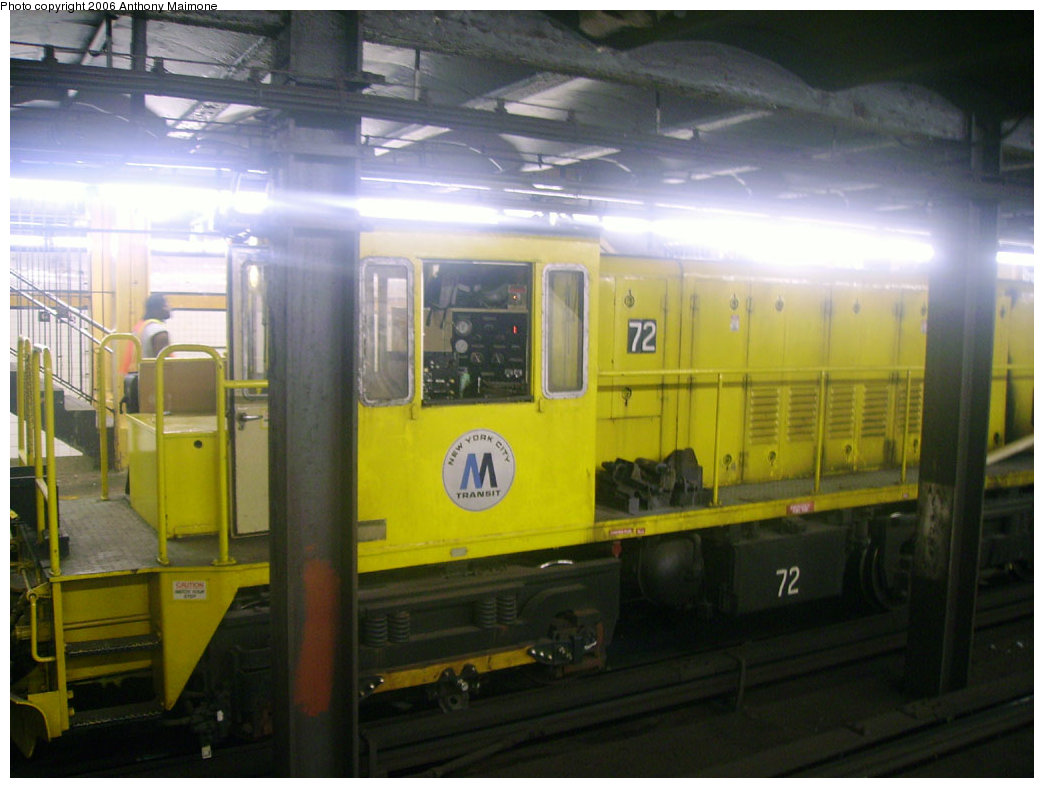 (181k, 1044x788)<br><b>Country:</b> United States<br><b>City:</b> New York<br><b>System:</b> New York City Transit<br><b>Line:</b> IND 8th Avenue Line<br><b>Location:</b> 145th Street <br><b>Route:</b> Work Service<br><b>Car:</b> R-52 Locomotive  72 <br><b>Photo by:</b> Anthony Maimone<br><b>Date:</b> 7/15/2006<br><b>Viewed (this week/total):</b> 0 / 2521