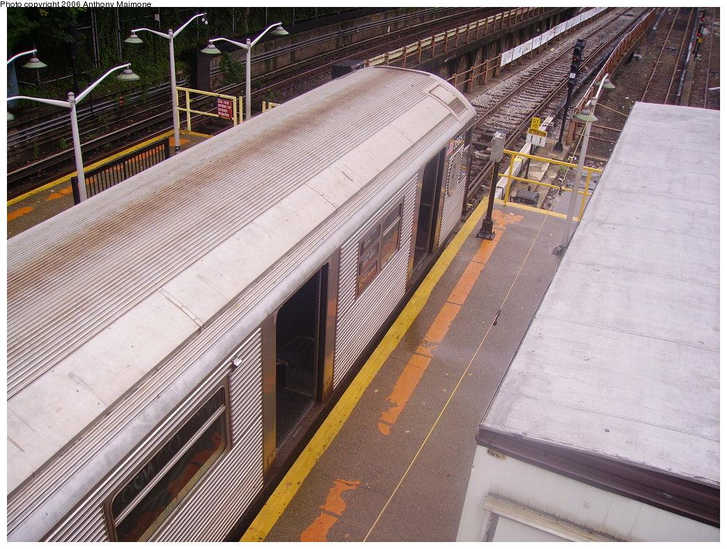 (250k, 1044x788)<br><b>Country:</b> United States<br><b>City:</b> New York<br><b>System:</b> New York City Transit<br><b>Line:</b> BMT West End Line<br><b>Location:</b> 9th Avenue <br><b>Route:</b> N<br><b>Car:</b> R-32 (Budd, 1964)  3565 <br><b>Photo by:</b> Anthony Maimone<br><b>Date:</b> 7/22/2006<br><b>Viewed (this week/total):</b> 1 / 2914