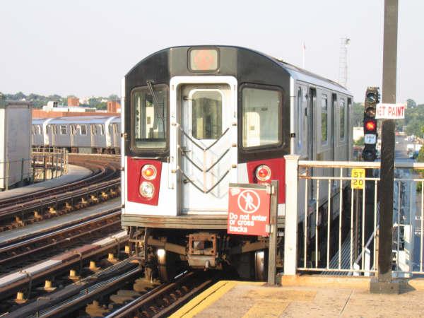 (48k, 600x450)<br><b>Country:</b> United States<br><b>City:</b> New York<br><b>System:</b> New York City Transit<br><b>Line:</b> IRT Pelham Line<br><b>Location:</b> Castle Hill Avenue <br><b>Route:</b> 6<br><b>Car:</b> R-142 or R-142A (Number Unknown)  <br><b>Photo by:</b> Professor J<br><b>Date:</b> 7/17/2006<br><b>Viewed (this week/total):</b> 3 / 3243