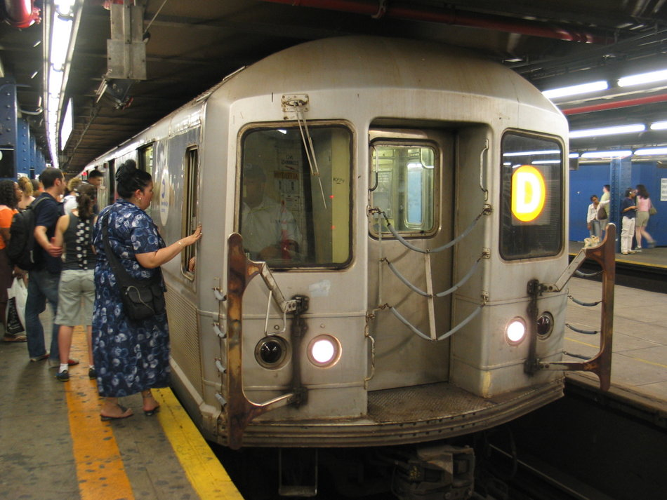 (138k, 950x713)<br><b>Country:</b> United States<br><b>City:</b> New York<br><b>System:</b> New York City Transit<br><b>Line:</b> IND 8th Avenue Line<br><b>Location:</b> 59th Street/Columbus Circle <br><b>Route:</b> D<br><b>Car:</b> R-40M (St. Louis, 1969)   <br><b>Photo by:</b> David of Broadway<br><b>Date:</b> 7/16/2006<br><b>Viewed (this week/total):</b> 0 / 3950
