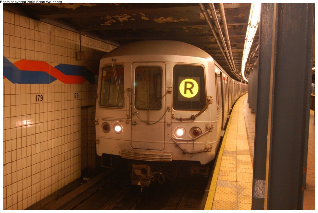 (184k, 1044x700)<br><b>Country:</b> United States<br><b>City:</b> New York<br><b>System:</b> New York City Transit<br><b>Line:</b> IND Queens Boulevard Line<br><b>Location:</b> 179th Street <br><b>Route:</b> R<br><b>Car:</b> R-46 (Pullman-Standard, 1974-75) 5886 <br><b>Photo by:</b> Brian Weinberg<br><b>Date:</b> 7/16/2006<br><b>Viewed (this week/total):</b> 4 / 3324