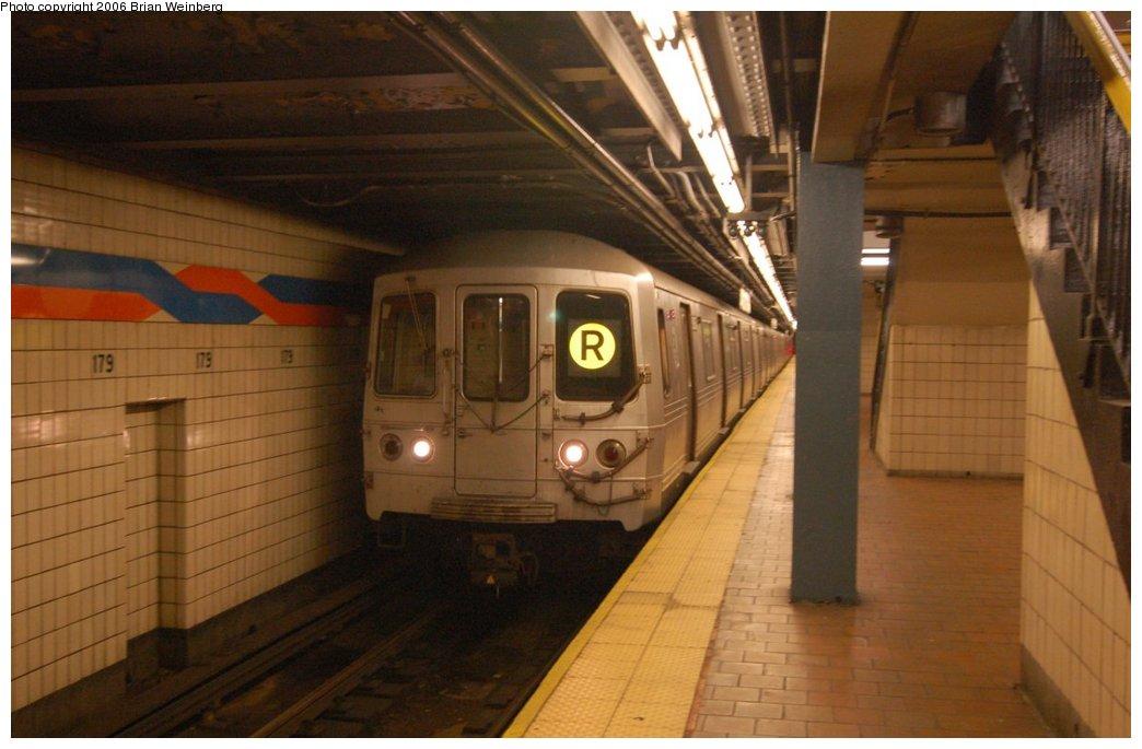 (181k, 1044x685)<br><b>Country:</b> United States<br><b>City:</b> New York<br><b>System:</b> New York City Transit<br><b>Line:</b> IND Queens Boulevard Line<br><b>Location:</b> 179th Street <br><b>Route:</b> R<br><b>Car:</b> R-46 (Pullman-Standard, 1974-75) 5936 <br><b>Photo by:</b> Brian Weinberg<br><b>Date:</b> 7/16/2006<br><b>Viewed (this week/total):</b> 0 / 3467