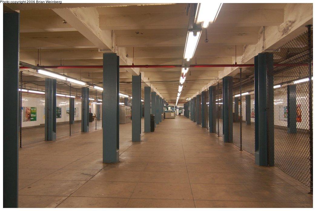 (184k, 1044x700)<br><b>Country:</b> United States<br><b>City:</b> New York<br><b>System:</b> New York City Transit<br><b>Line:</b> IND Queens Boulevard Line<br><b>Location:</b> Briarwood/Van Wyck Boulevard <br><b>Photo by:</b> Brian Weinberg<br><b>Date:</b> 7/16/2006<br><b>Notes:</b> Mezzanine<br><b>Viewed (this week/total):</b> 3 / 2762