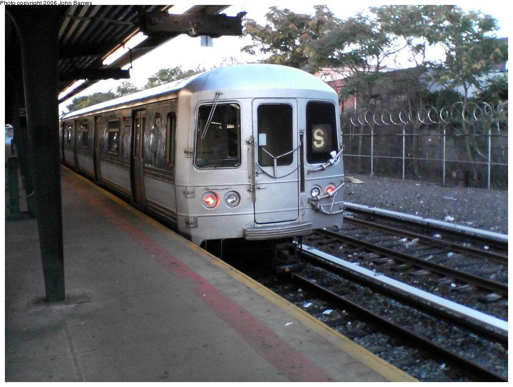 (171k, 1044x788)<br><b>Country:</b> United States<br><b>City:</b> New York<br><b>System:</b> New York City Transit<br><b>Line:</b> IND Rockaway<br><b>Location:</b> Rockaway Park/Beach 116th Street <br><b>Route:</b> S<br><b>Car:</b> R-44 (St. Louis, 1971-73) 5338 <br><b>Photo by:</b> John Barnes<br><b>Date:</b> 7/16/2006<br><b>Viewed (this week/total):</b> 1 / 1982