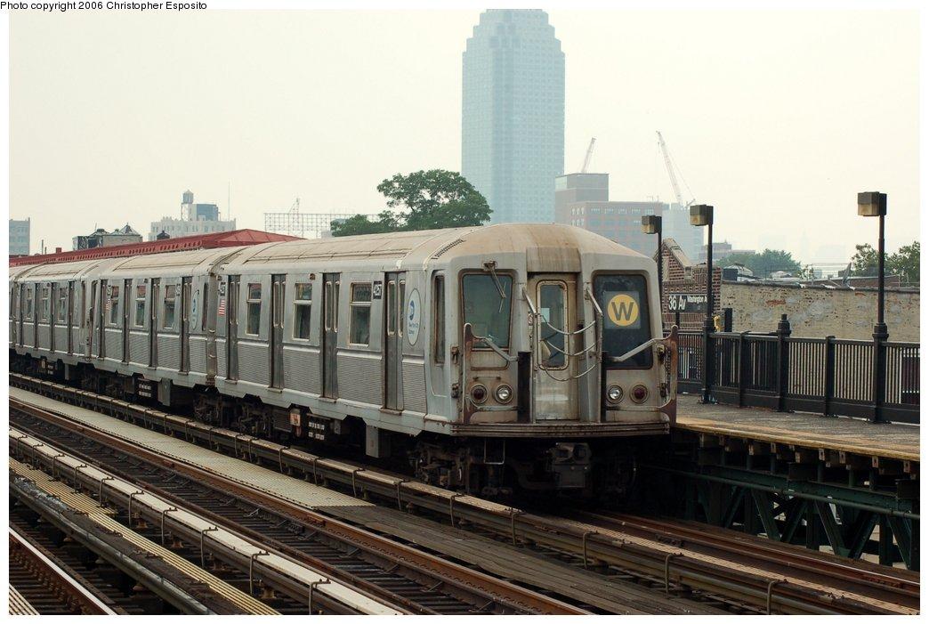 (141k, 1044x701)<br><b>Country:</b> United States<br><b>City:</b> New York<br><b>System:</b> New York City Transit<br><b>Line:</b> BMT Astoria Line<br><b>Location:</b> 30th/Grand Aves. <br><b>Route:</b> W<br><b>Car:</b> R-40 (St. Louis, 1968)  4257 <br><b>Photo by:</b> Christopher Esposito<br><b>Date:</b> 7/27/2006<br><b>Viewed (this week/total):</b> 0 / 2537