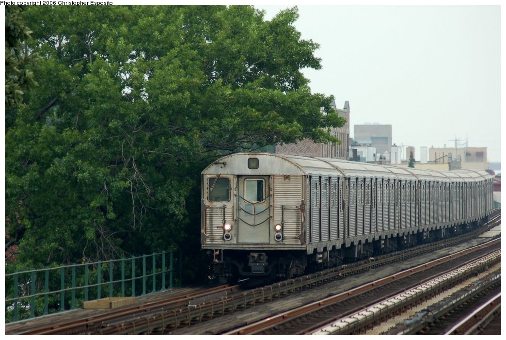 (166k, 1044x701)<br><b>Country:</b> United States<br><b>City:</b> New York<br><b>System:</b> New York City Transit<br><b>Line:</b> BMT Astoria Line<br><b>Location:</b> 30th/Grand Aves. <br><b>Route:</b> W<br><b>Car:</b> R-32 (Budd, 1964)   <br><b>Photo by:</b> Christopher Esposito<br><b>Date:</b> 7/27/2006<br><b>Viewed (this week/total):</b> 0 / 3452