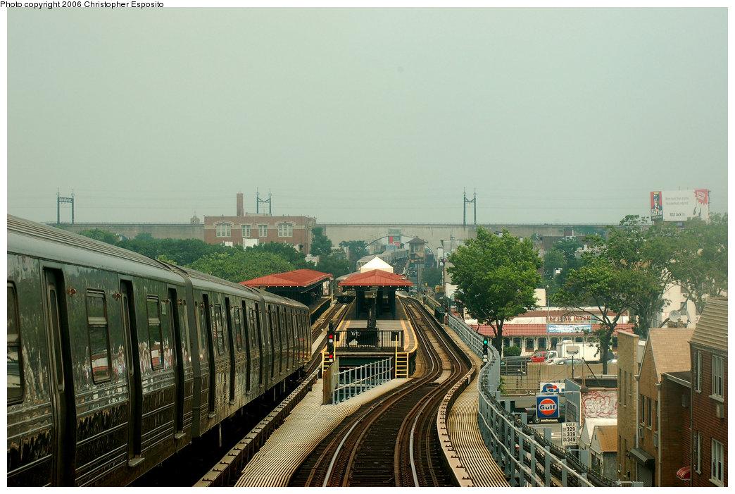 (191k, 1044x701)<br><b>Country:</b> United States<br><b>City:</b> New York<br><b>System:</b> New York City Transit<br><b>Line:</b> BMT Astoria Line<br><b>Location:</b> Astoria Boulevard/Hoyt Avenue <br><b>Route:</b> N<br><b>Car:</b> R-68 (Westinghouse-Amrail, 1986-1988)   <br><b>Photo by:</b> Christopher Esposito<br><b>Date:</b> 7/27/2006<br><b>Viewed (this week/total):</b> 1 / 3719