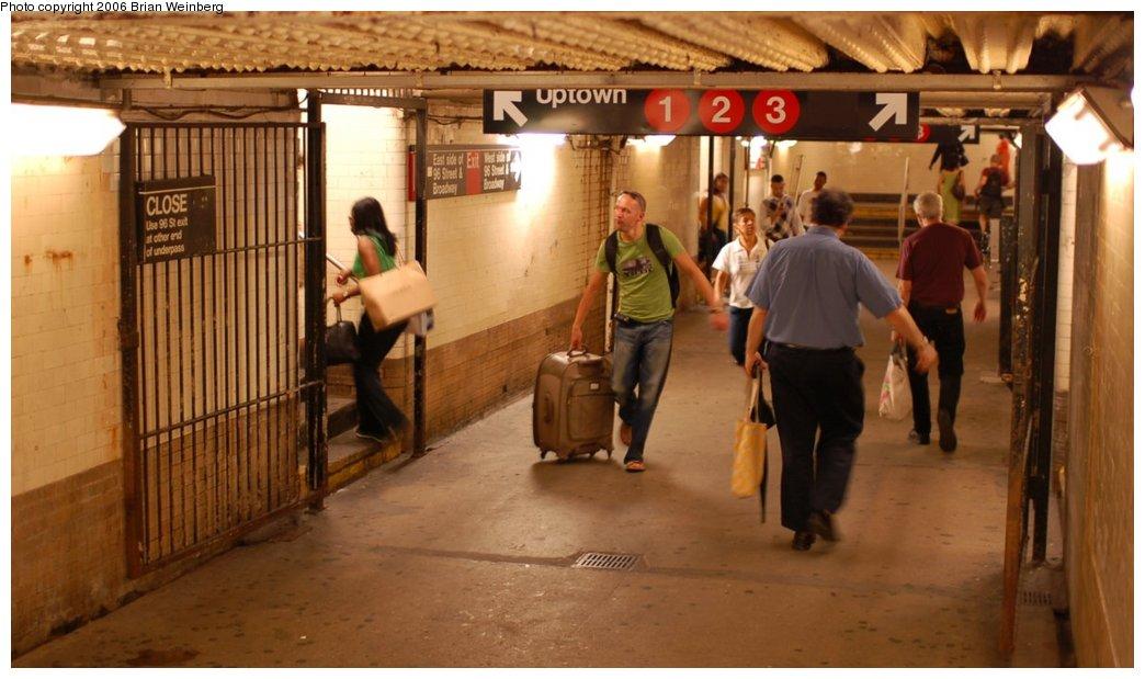 (187k, 1044x619)<br><b>Country:</b> United States<br><b>City:</b> New York<br><b>System:</b> New York City Transit<br><b>Line:</b> IRT West Side Line<br><b>Location:</b> 96th Street <br><b>Photo by:</b> Brian Weinberg<br><b>Date:</b> 7/23/2006<br><b>Notes:</b> Underpass between platforms.<br><b>Viewed (this week/total):</b> 1 / 2776