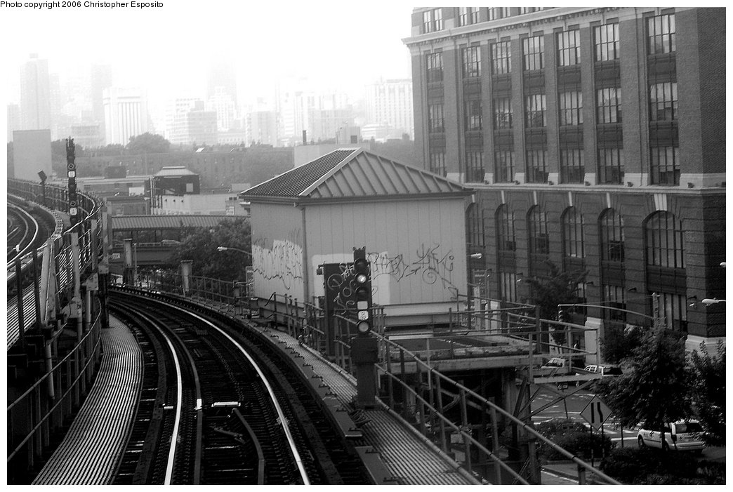 (161k, 1044x701)<br><b>Country:</b> United States<br><b>City:</b> New York<br><b>System:</b> New York City Transit<br><b>Line:</b> IRT Flushing Line<br><b>Location:</b> Queensborough Plaza <br><b>Photo by:</b> Christopher Esposito<br><b>Date:</b> 7/28/2006<br><b>Viewed (this week/total):</b> 0 / 2300