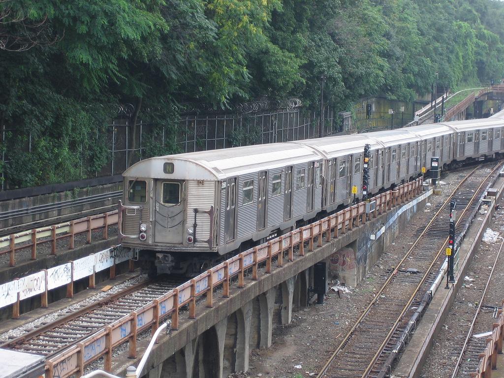 (205k, 1024x768)<br><b>Country:</b> United States<br><b>City:</b> New York<br><b>System:</b> New York City Transit<br><b>Line:</b> BMT West End Line<br><b>Location:</b> 9th Avenue <br><b>Route:</b> N<br><b>Car:</b> R-32 (Budd, 1964)  3561 <br><b>Photo by:</b> Michael Hodurski<br><b>Date:</b> 7/22/2006<br><b>Viewed (this week/total):</b> 0 / 3207