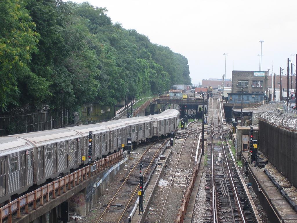 (180k, 1024x768)<br><b>Country:</b> United States<br><b>City:</b> New York<br><b>System:</b> New York City Transit<br><b>Line:</b> BMT West End Line<br><b>Location:</b> 9th Avenue <br><b>Route:</b> N<br><b>Car:</b> R-32 (Budd, 1964)  3564 <br><b>Photo by:</b> Michael Hodurski<br><b>Date:</b> 7/22/2006<br><b>Viewed (this week/total):</b> 0 / 4399