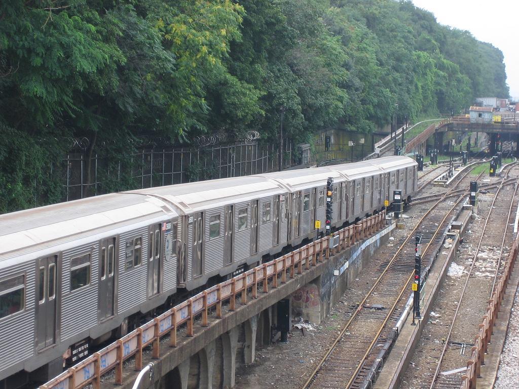 (184k, 1024x768)<br><b>Country:</b> United States<br><b>City:</b> New York<br><b>System:</b> New York City Transit<br><b>Line:</b> BMT West End Line<br><b>Location:</b> 9th Avenue <br><b>Route:</b> N<br><b>Car:</b> R-32 (Budd, 1964)  3693 <br><b>Photo by:</b> Michael Hodurski<br><b>Date:</b> 7/22/2006<br><b>Viewed (this week/total):</b> 0 / 2829