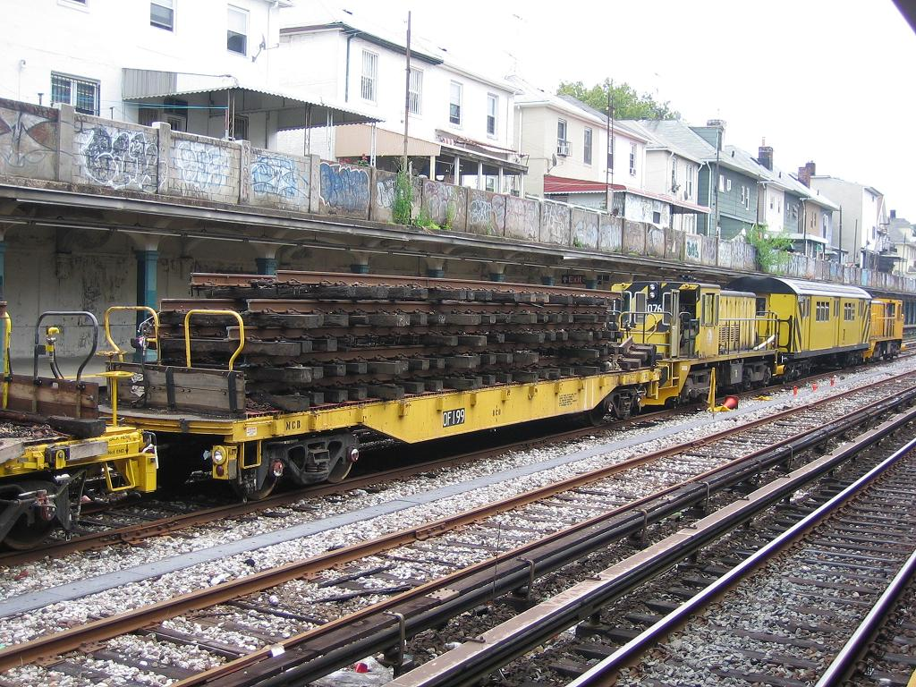 (212k, 1024x768)<br><b>Country:</b> United States<br><b>City:</b> New York<br><b>System:</b> New York City Transit<br><b>Line:</b> BMT Sea Beach Line<br><b>Location:</b> Avenue U <br><b>Route:</b> Work Service<br><b>Car:</b> Flat Car 199 <br><b>Photo by:</b> Michael Hodurski<br><b>Date:</b> 7/22/2006<br><b>Viewed (this week/total):</b> 2 / 2403