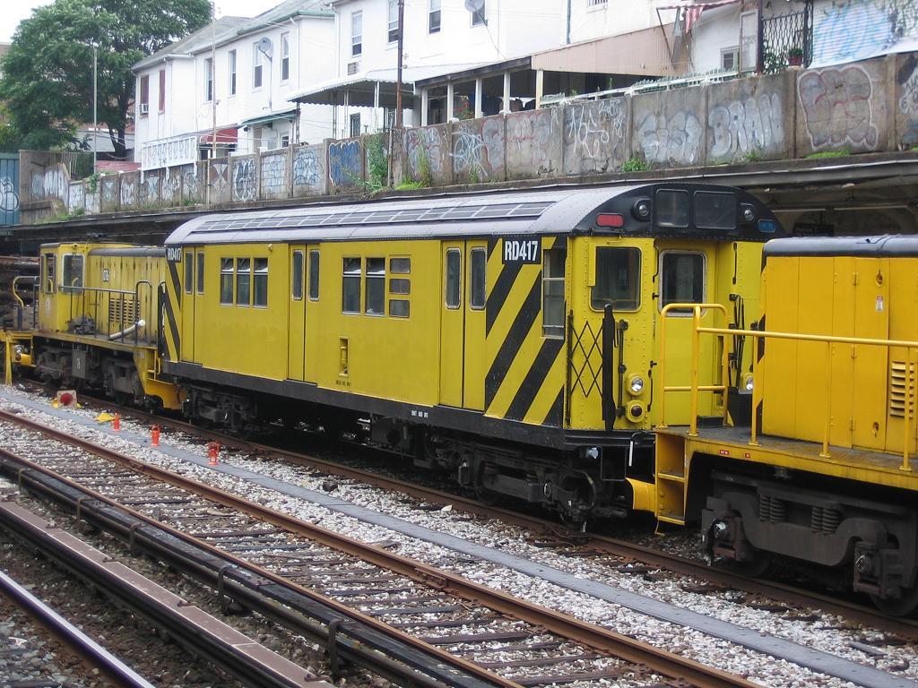 (186k, 1024x768)<br><b>Country:</b> United States<br><b>City:</b> New York<br><b>System:</b> New York City Transit<br><b>Line:</b> BMT Sea Beach Line<br><b>Location:</b> Avenue U <br><b>Route:</b> Work Service<br><b>Car:</b> R-161 Rider Car (ex-R-33)  RD417 (ex-8965)<br><b>Photo by:</b> Michael Hodurski<br><b>Date:</b> 7/22/2006<br><b>Viewed (this week/total):</b> 0 / 1914