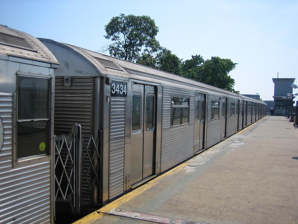 (144k, 1024x768)<br><b>Country:</b> United States<br><b>City:</b> New York<br><b>System:</b> New York City Transit<br><b>Line:</b> IND Rockaway<br><b>Location:</b> Mott Avenue/Far Rockaway <br><b>Route:</b> A<br><b>Car:</b> R-32 (Budd, 1964)  3434 <br><b>Photo by:</b> Michael Hodurski<br><b>Date:</b> 7/18/2006<br><b>Viewed (this week/total):</b> 0 / 2013