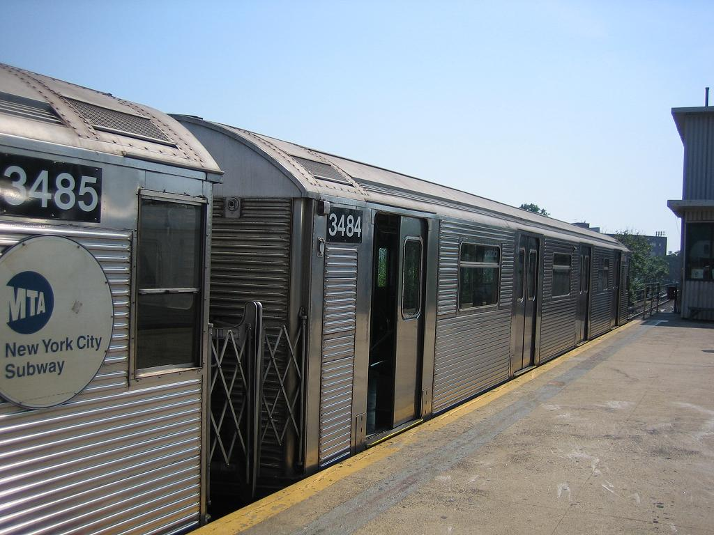 (126k, 1024x768)<br><b>Country:</b> United States<br><b>City:</b> New York<br><b>System:</b> New York City Transit<br><b>Line:</b> IND Rockaway<br><b>Location:</b> Mott Avenue/Far Rockaway <br><b>Route:</b> A<br><b>Car:</b> R-32 (Budd, 1964)  3484 <br><b>Photo by:</b> Michael Hodurski<br><b>Date:</b> 7/18/2006<br><b>Viewed (this week/total):</b> 0 / 2619