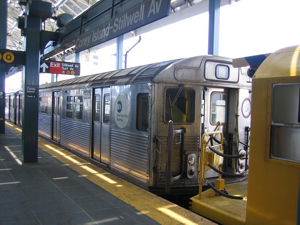 (133k, 1024x768)<br><b>Country:</b> United States<br><b>City:</b> New York<br><b>System:</b> New York City Transit<br><b>Location:</b> Coney Island/Stillwell Avenue<br><b>Route:</b> Work Service<br><b>Car:</b> R-38 (St. Louis, 1966-1967)  4105 <br><b>Photo by:</b> Michael Hodurski<br><b>Date:</b> 7/24/2006<br><b>Viewed (this week/total):</b> 0 / 3772