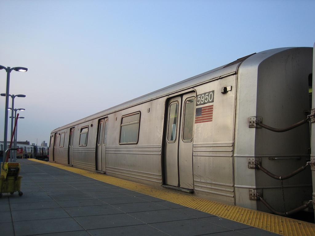 (80k, 1024x768)<br><b>Country:</b> United States<br><b>City:</b> New York<br><b>System:</b> New York City Transit<br><b>Location:</b> Coney Island/Stillwell Avenue<br><b>Route:</b> F<br><b>Car:</b> R-46 (Pullman-Standard, 1974-75) 5950 <br><b>Photo by:</b> Michael Hodurski<br><b>Date:</b> 7/26/2006<br><b>Viewed (this week/total):</b> 0 / 2802