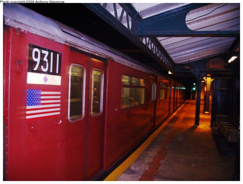 (111k, 820x620)<br><b>Country:</b> United States<br><b>City:</b> New York<br><b>System:</b> New York City Transit<br><b>Line:</b> IRT White Plains Road Line<br><b>Location:</b> East 180th Street <br><b>Route:</b> Work Service<br><b>Car:</b> R-33 World's Fair (St. Louis, 1963-64) 9311 <br><b>Photo by:</b> Anthony Maimone<br><b>Date:</b> 7/30/2006<br><b>Viewed (this week/total):</b> 0 / 2465