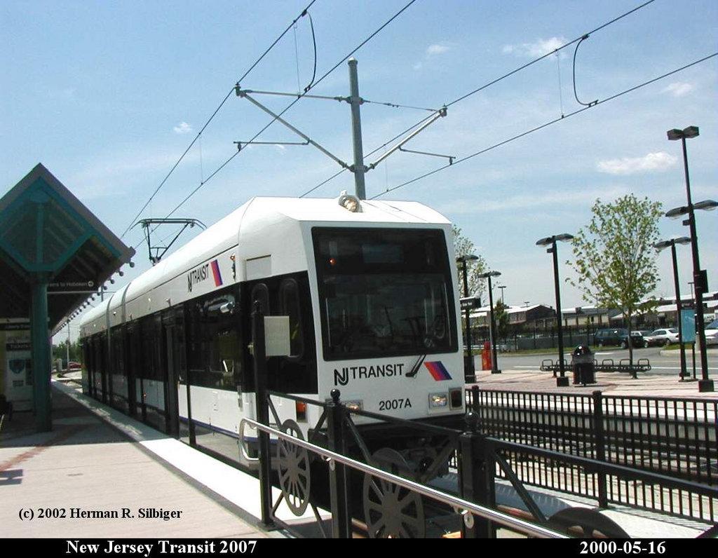 (173k, 1024x796)<br><b>Country:</b> United States<br><b>City:</b> Jersey City, NJ<br><b>System:</b> Hudson Bergen Light Rail<br><b>Location:</b> Liberty State Park <br><b>Car:</b> NJT-HBLR LRV (Kinki-Sharyo, 1998-99)  2007 <br><b>Photo by:</b> Herman R. Silbiger<br><b>Date:</b> 5/16/2000<br><b>Viewed (this week/total):</b> 0 / 1193