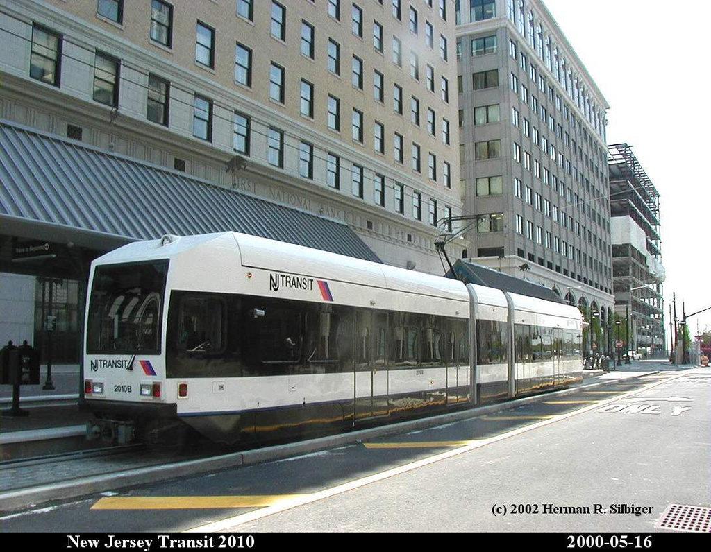 (215k, 1024x796)<br><b>Country:</b> United States<br><b>City:</b> Jersey City, NJ<br><b>System:</b> Hudson Bergen Light Rail<br><b>Location:</b> Exchange Place <br><b>Car:</b> NJT-HBLR LRV (Kinki-Sharyo, 1998-99)  2010 <br><b>Photo by:</b> Herman R. Silbiger<br><b>Date:</b> 5/16/2000<br><b>Viewed (this week/total):</b> 0 / 1096