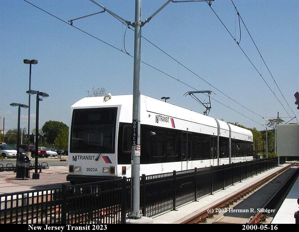 (207k, 1024x796)<br><b>Country:</b> United States<br><b>City:</b> Jersey City, NJ<br><b>System:</b> Hudson Bergen Light Rail<br><b>Location:</b> Liberty State Park <br><b>Car:</b> NJT-HBLR LRV (Kinki-Sharyo, 1998-99)  2023 <br><b>Photo by:</b> Herman R. Silbiger<br><b>Date:</b> 5/16/2000<br><b>Viewed (this week/total):</b> 2 / 1247