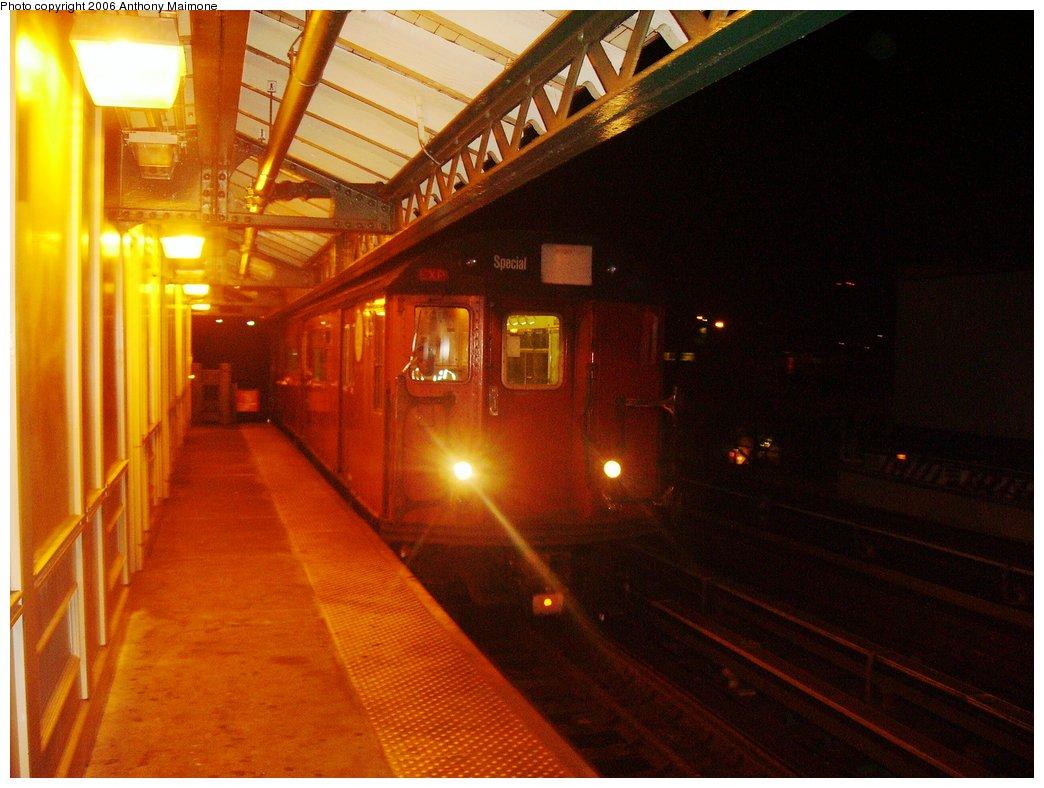 (153k, 1044x788)<br><b>Country:</b> United States<br><b>City:</b> New York<br><b>System:</b> New York City Transit<br><b>Line:</b> IRT White Plains Road Line<br><b>Location:</b> West Farms Sq./East Tremont Ave./177th St. <br><b>Route:</b> Work Service<br><b>Car:</b> R-33 World's Fair (St. Louis, 1963-64)  <br><b>Photo by:</b> Anthony Maimone<br><b>Date:</b> 8/3/2006<br><b>Viewed (this week/total):</b> 1 / 2986