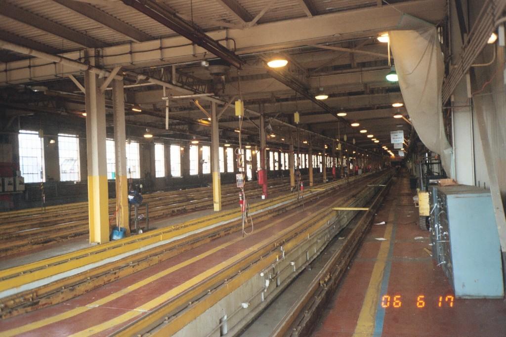 (212k, 1024x682)<br><b>Country:</b> United States<br><b>City:</b> New York<br><b>System:</b> New York City Transit<br><b>Location:</b> Corona Shops<br><b>Photo by:</b> Larry Lederman<br><b>Date:</b> 6/17/2006<br><b>Notes:</b> Interior of old (now demolished) inspection ship at Corona Yard.<br><b>Viewed (this week/total):</b> 0 / 1782