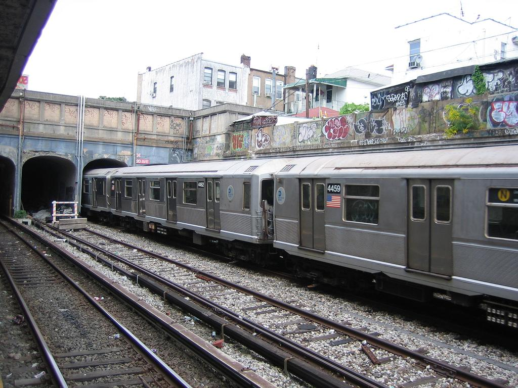 (177k, 1024x768)<br><b>Country:</b> United States<br><b>City:</b> New York<br><b>System:</b> New York City Transit<br><b>Line:</b> BMT Sea Beach Line<br><b>Location:</b> 20th Avenue <br><b>Route:</b> N<br><b>Car:</b> R-40M (St. Louis, 1969)  4462/4459 <br><b>Photo by:</b> Michael Hodurski<br><b>Date:</b> 8/10/2006<br><b>Notes:</b> Running on Sea Beach express due to track work.<br><b>Viewed (this week/total):</b> 1 / 3210