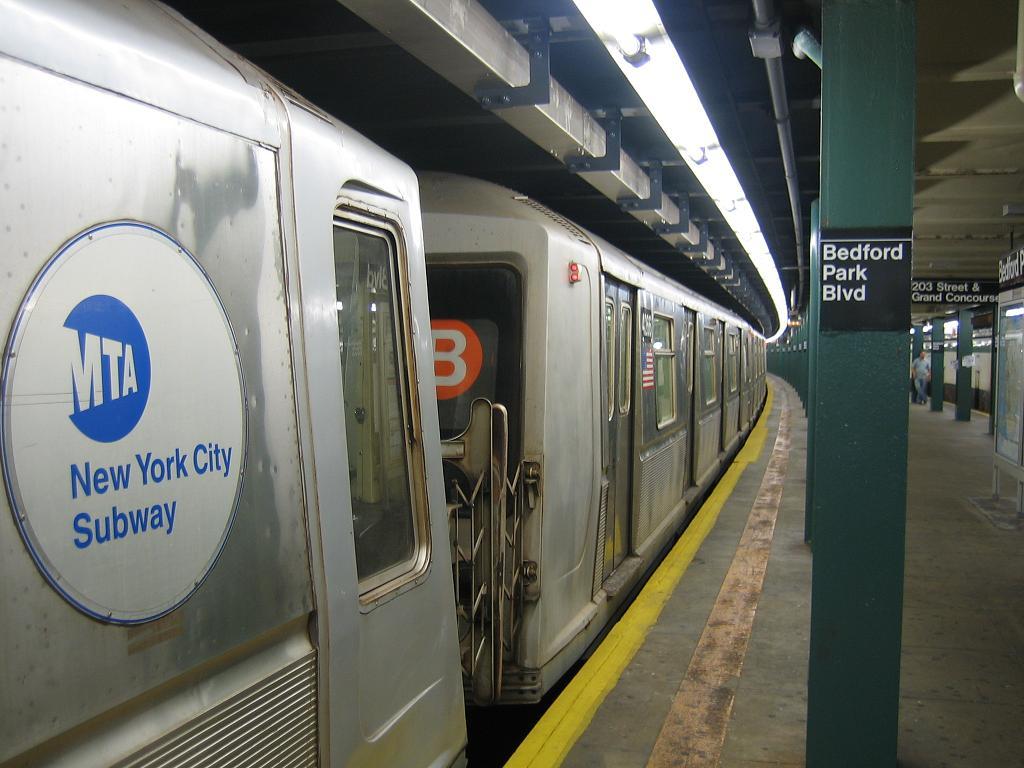 (108k, 1024x768)<br><b>Country:</b> United States<br><b>City:</b> New York<br><b>System:</b> New York City Transit<br><b>Line:</b> IND Concourse Line<br><b>Location:</b> Bedford Park Boulevard <br><b>Route:</b> B<br><b>Car:</b> R-40 (St. Louis, 1968)  4266 <br><b>Photo by:</b> Michael Hodurski<br><b>Date:</b> 8/10/2006<br><b>Viewed (this week/total):</b> 0 / 2153