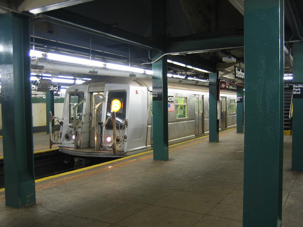 (100k, 1024x768)<br><b>Country:</b> United States<br><b>City:</b> New York<br><b>System:</b> New York City Transit<br><b>Line:</b> IND Concourse Line<br><b>Location:</b> Bedford Park Boulevard <br><b>Route:</b> B<br><b>Car:</b> R-40 (St. Louis, 1968)  4276 <br><b>Photo by:</b> Michael Hodurski<br><b>Date:</b> 8/10/2006<br><b>Viewed (this week/total):</b> 2 / 2529