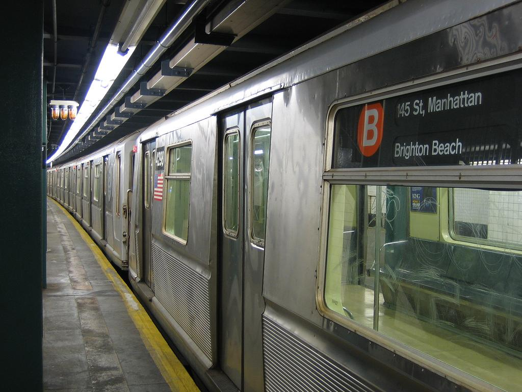 (131k, 1024x768)<br><b>Country:</b> United States<br><b>City:</b> New York<br><b>System:</b> New York City Transit<br><b>Line:</b> IND Concourse Line<br><b>Location:</b> Bedford Park Boulevard <br><b>Route:</b> B<br><b>Car:</b> R-40 (St. Louis, 1968)  4298 <br><b>Photo by:</b> Michael Hodurski<br><b>Date:</b> 8/10/2006<br><b>Viewed (this week/total):</b> 1 / 3138