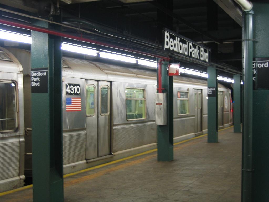 (87k, 1024x768)<br><b>Country:</b> United States<br><b>City:</b> New York<br><b>System:</b> New York City Transit<br><b>Line:</b> IND Concourse Line<br><b>Location:</b> Bedford Park Boulevard <br><b>Route:</b> B<br><b>Car:</b> R-40 (St. Louis, 1968)  4310 <br><b>Photo by:</b> Michael Hodurski<br><b>Date:</b> 8/11/2006<br><b>Viewed (this week/total):</b> 0 / 2292