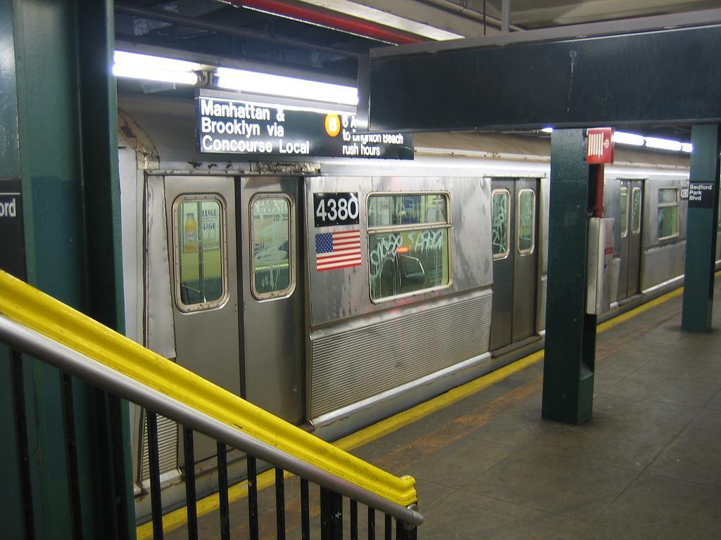 (111k, 1024x768)<br><b>Country:</b> United States<br><b>City:</b> New York<br><b>System:</b> New York City Transit<br><b>Line:</b> IND Concourse Line<br><b>Location:</b> Bedford Park Boulevard <br><b>Route:</b> B<br><b>Car:</b> R-40 (St. Louis, 1968)  4380 <br><b>Photo by:</b> Michael Hodurski<br><b>Date:</b> 8/11/2006<br><b>Viewed (this week/total):</b> 1 / 2988