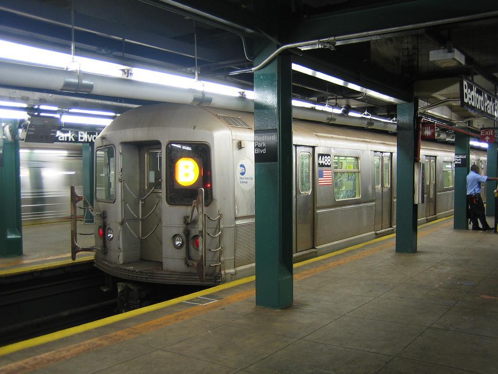 (115k, 1024x768)<br><b>Country:</b> United States<br><b>City:</b> New York<br><b>System:</b> New York City Transit<br><b>Line:</b> IND Concourse Line<br><b>Location:</b> Bedford Park Boulevard <br><b>Route:</b> B<br><b>Car:</b> R-40M (St. Louis, 1969)  4486 <br><b>Photo by:</b> Michael Hodurski<br><b>Date:</b> 8/10/2006<br><b>Viewed (this week/total):</b> 0 / 2516
