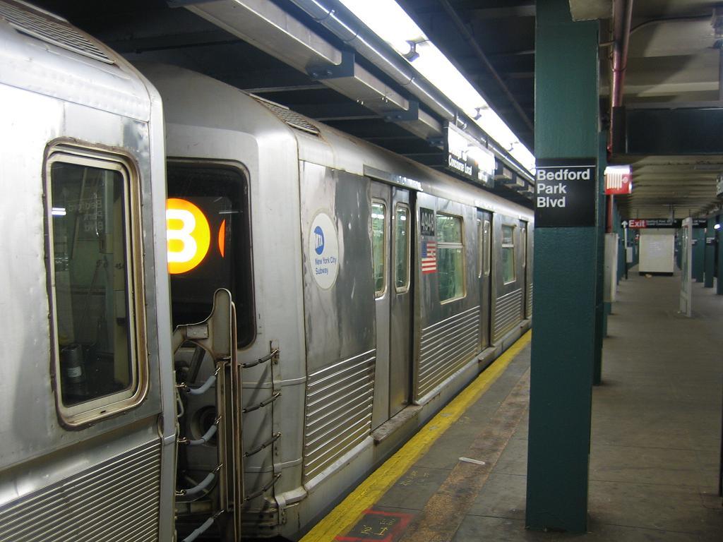 (115k, 1024x768)<br><b>Country:</b> United States<br><b>City:</b> New York<br><b>System:</b> New York City Transit<br><b>Line:</b> IND Concourse Line<br><b>Location:</b> Bedford Park Boulevard <br><b>Route:</b> B<br><b>Car:</b> R-42 (St. Louis, 1969-1970)  4948 <br><b>Photo by:</b> Michael Hodurski<br><b>Date:</b> 8/11/2006<br><b>Viewed (this week/total):</b> 0 / 3339