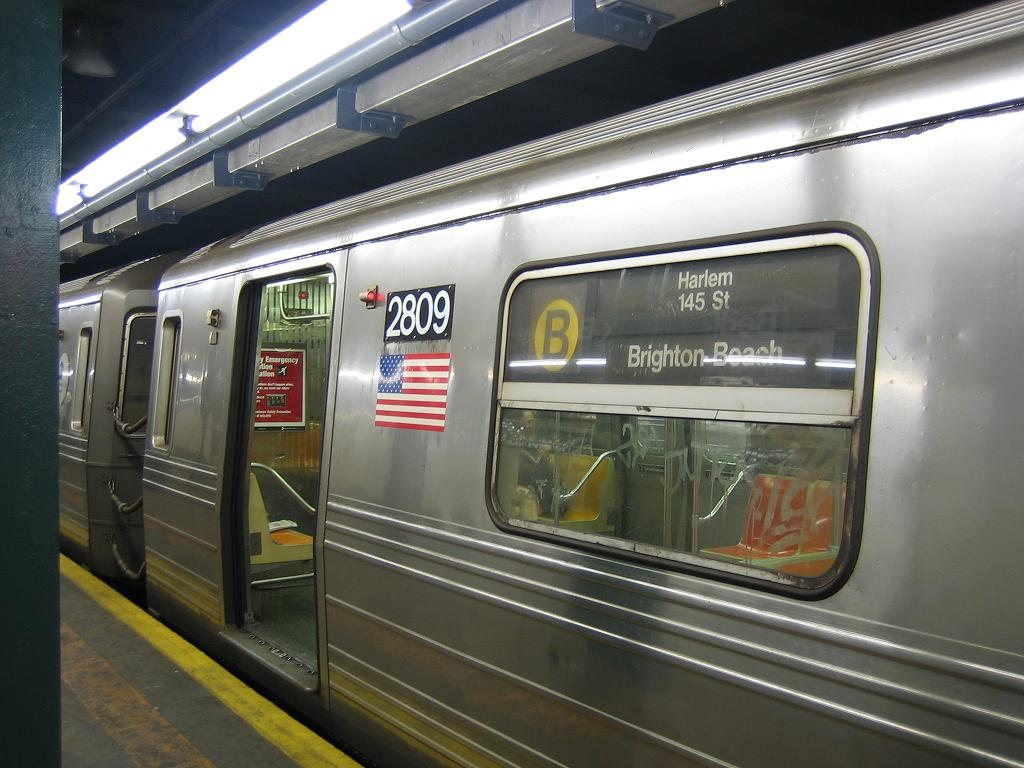 (116k, 1024x768)<br><b>Country:</b> United States<br><b>City:</b> New York<br><b>System:</b> New York City Transit<br><b>Line:</b> IND Concourse Line<br><b>Location:</b> Bedford Park Boulevard <br><b>Route:</b> B<br><b>Car:</b> R-68 (Westinghouse-Amrail, 1986-1988)  2809 <br><b>Photo by:</b> Michael Hodurski<br><b>Date:</b> 8/10/2006<br><b>Viewed (this week/total):</b> 0 / 4595