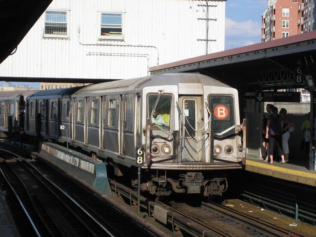 (144k, 1024x768)<br><b>Country:</b> United States<br><b>City:</b> New York<br><b>System:</b> New York City Transit<br><b>Line:</b> BMT Brighton Line<br><b>Location:</b> Brighton Beach <br><b>Route:</b> B<br><b>Car:</b> R-40 (St. Louis, 1968)  4246 <br><b>Photo by:</b> Michael Hodurski<br><b>Date:</b> 8/8/2006<br><b>Viewed (this week/total):</b> 2 / 3097