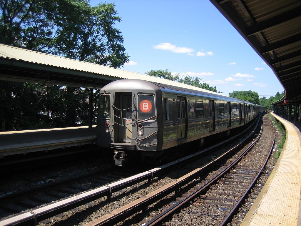 (167k, 1024x768)<br><b>Country:</b> United States<br><b>City:</b> New York<br><b>System:</b> New York City Transit<br><b>Line:</b> BMT Brighton Line<br><b>Location:</b> Sheepshead Bay <br><b>Route:</b> B<br><b>Car:</b> R-68 (Westinghouse-Amrail, 1986-1988)  2890 <br><b>Photo by:</b> Michael Hodurski<br><b>Date:</b> 8/11/2006<br><b>Viewed (this week/total):</b> 1 / 2734