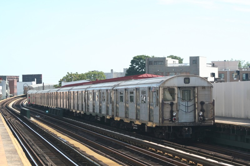(100k, 800x533)<br><b>Country:</b> United States<br><b>City:</b> New York<br><b>System:</b> New York City Transit<br><b>Line:</b> BMT Astoria Line<br><b>Location:</b> 30th/Grand Aves. <br><b>Route:</b> N<br><b>Car:</b> R-32 (Budd, 1964)  3741 <br><b>Photo by:</b> Neil Feldman<br><b>Date:</b> 8/11/2006<br><b>Viewed (this week/total):</b> 0 / 3091