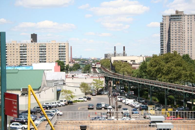 (142k, 800x533)<br><b>Country:</b> United States<br><b>City:</b> New York<br><b>System:</b> New York City Transit<br><b>Line:</b> BMT Culver Line<br><b>Location:</b> Neptune Avenue <br><b>Route:</b> F<br><b>Car:</b> R-46 (Pullman-Standard, 1974-75) 5500 <br><b>Photo by:</b> Neil Feldman<br><b>Date:</b> 8/11/2006<br><b>Viewed (this week/total):</b> 1 / 4098