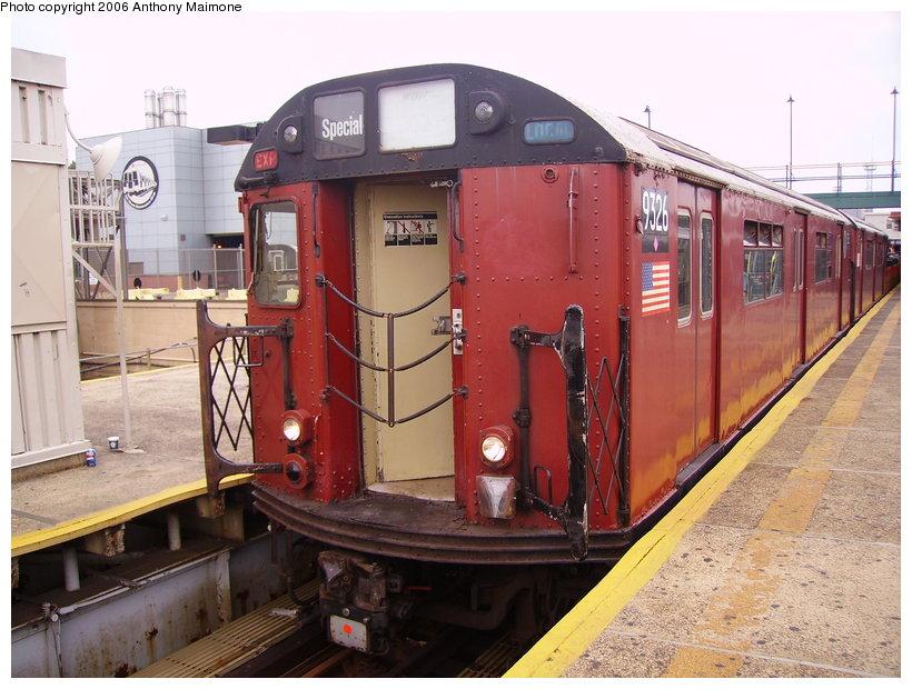 (141k, 820x620)<br><b>Country:</b> United States<br><b>City:</b> New York<br><b>System:</b> New York City Transit<br><b>Line:</b> IRT White Plains Road Line<br><b>Location:</b> East 180th Street <br><b>Route:</b> Work Service<br><b>Car:</b> R-33 World's Fair (St. Louis, 1963-64) 9326 <br><b>Photo by:</b> Anthony Maimone<br><b>Date:</b> 8/14/2006<br><b>Viewed (this week/total):</b> 0 / 2807