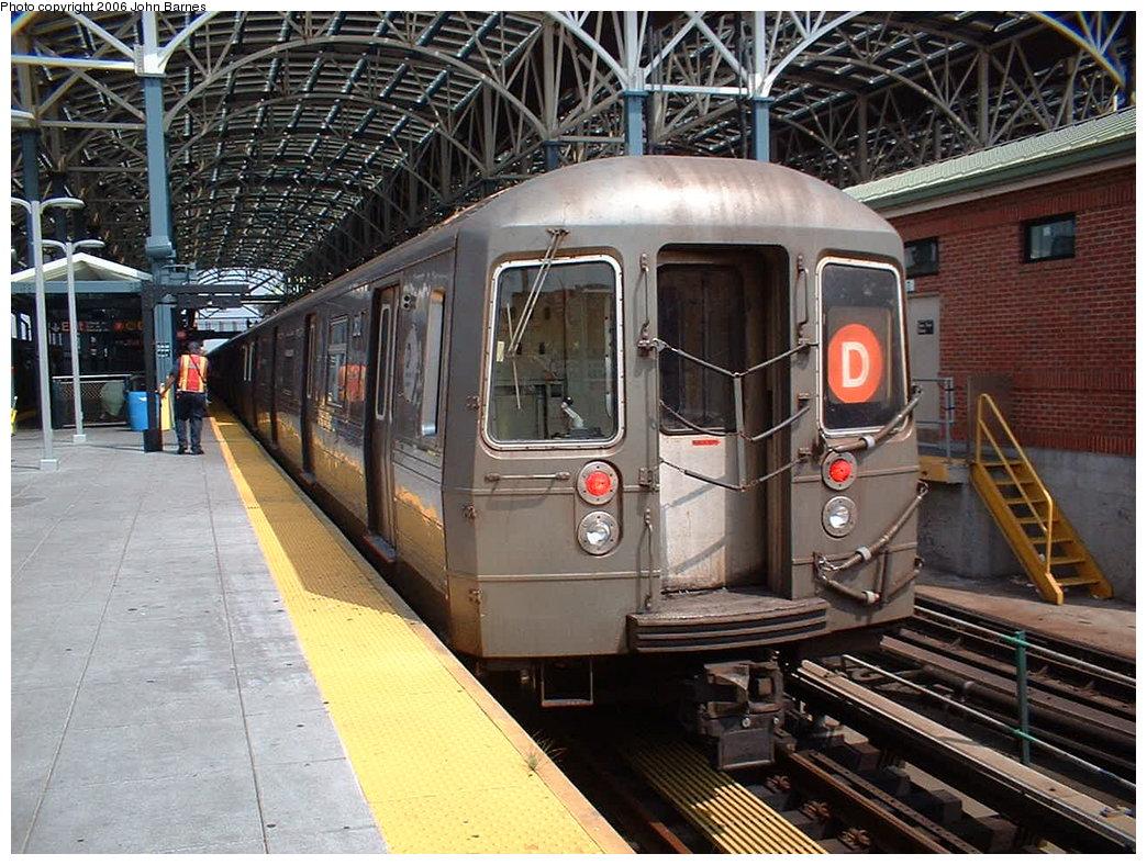 (233k, 1044x788)<br><b>Country:</b> United States<br><b>City:</b> New York<br><b>System:</b> New York City Transit<br><b>Location:</b> Coney Island/Stillwell Avenue<br><b>Route:</b> D<br><b>Car:</b> R-68 (Westinghouse-Amrail, 1986-1988) 2644 <br><b>Photo by:</b> John Barnes<br><b>Date:</b> 8/20/2006<br><b>Viewed (this week/total):</b> 0 / 2333