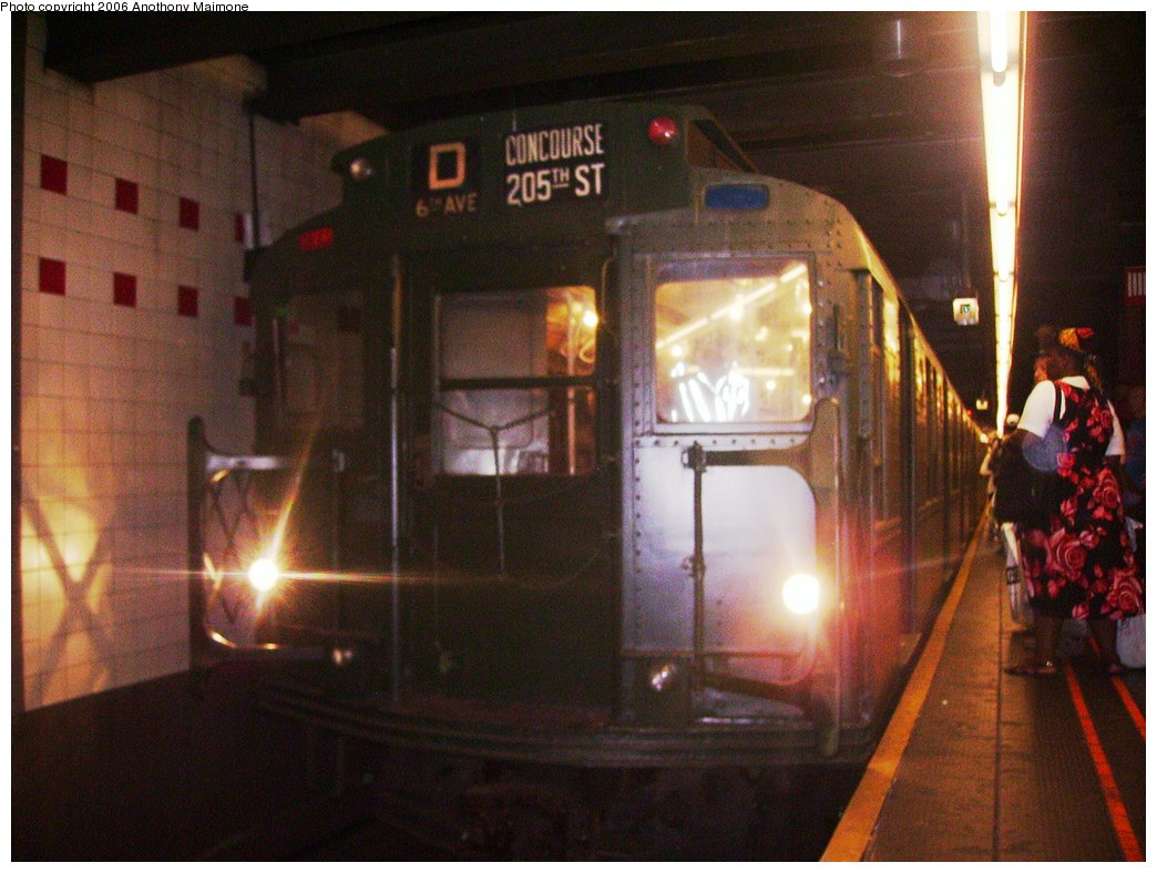 (163k, 1044x788)<br><b>Country:</b> United States<br><b>City:</b> New York<br><b>System:</b> New York City Transit<br><b>Line:</b> IND 6th Avenue Line<br><b>Location:</b> 34th Street/Herald Square<br><b>Route:</b> Fan Trip<br><b>Car:</b> R-4 (American Car & Foundry, 1932-1933) 484 <br><b>Photo by:</b> Anthony Maimone<br><b>Date:</b> 8/20/2006<br><b>Viewed (this week/total):</b> 0 / 2898