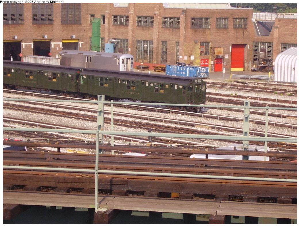 (219k, 1044x788)<br><b>Country:</b> United States<br><b>City:</b> New York<br><b>System:</b> New York City Transit<br><b>Location:</b> 207th Street Yard<br><b>Car:</b> R-4 (American Car & Foundry, 1932-1933) 484 <br><b>Photo by:</b> Anthony Maimone<br><b>Date:</b> 8/20/2006<br><b>Viewed (this week/total):</b> 1 / 2724
