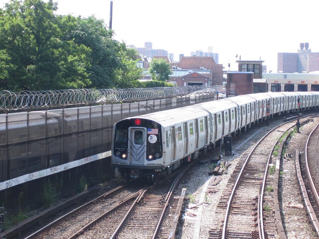 (195k, 1024x768)<br><b>Country:</b> United States<br><b>City:</b> New York<br><b>System:</b> New York City Transit<br><b>Line:</b> BMT Sea Beach Line<br><b>Location:</b> 86th Street <br><b>Route:</b> N<br><b>Car:</b> R-160B (Kawasaki, 2005-2008)  8722 <br><b>Photo by:</b> Michael Hodurski<br><b>Date:</b> 8/17/2006<br><b>Viewed (this week/total):</b> 0 / 3716