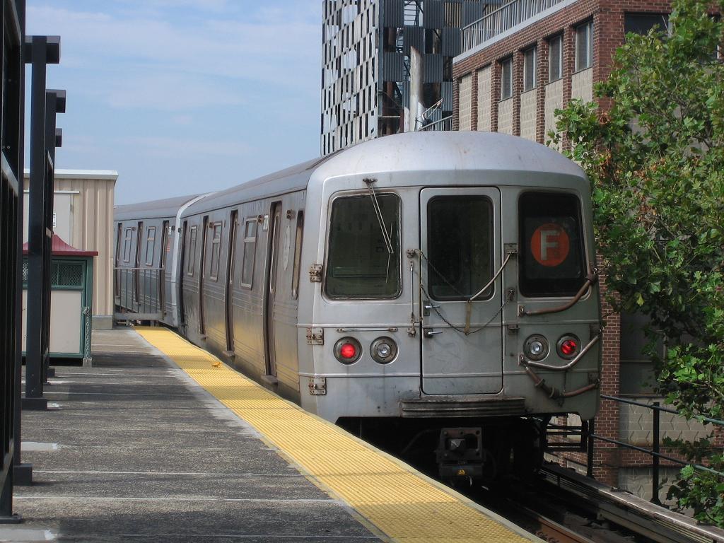(149k, 1024x768)<br><b>Country:</b> United States<br><b>City:</b> New York<br><b>System:</b> New York City Transit<br><b>Line:</b> BMT Culver Line<br><b>Location:</b> Neptune Avenue <br><b>Route:</b> F<br><b>Car:</b> R-46 (Pullman-Standard, 1974-75) 5778 <br><b>Photo by:</b> Michael Hodurski<br><b>Date:</b> 8/15/2006<br><b>Viewed (this week/total):</b> 0 / 2580