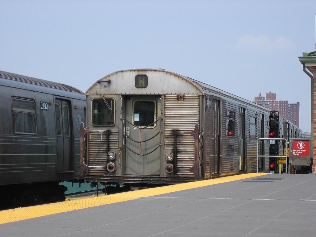 (96k, 1024x768)<br><b>Country:</b> United States<br><b>City:</b> New York<br><b>System:</b> New York City Transit<br><b>Location:</b> Coney Island/Stillwell Avenue<br><b>Route:</b> N<br><b>Car:</b> R-32 (Budd, 1964)  3420 <br><b>Photo by:</b> Michael Hodurski<br><b>Date:</b> 8/6/2006<br><b>Viewed (this week/total):</b> 2 / 2155